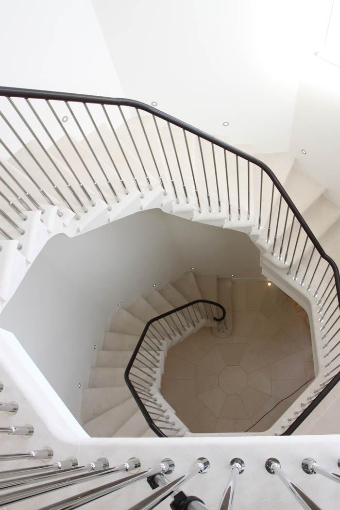 Cantilever Staircase 106