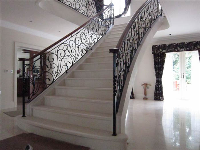 41. Steel-supported central staircase in Moleanos stone – Tyneside
