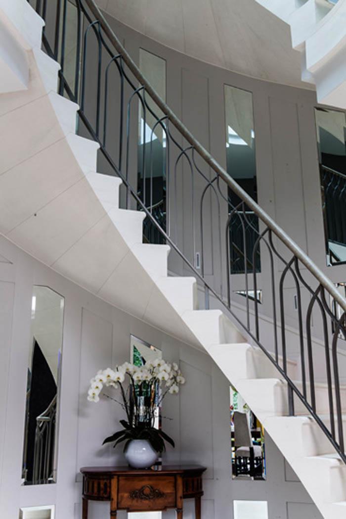 Cantilever Staircase 116