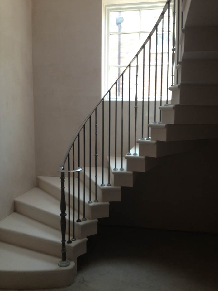Curved Cantilever Staircase by Ian Knapper