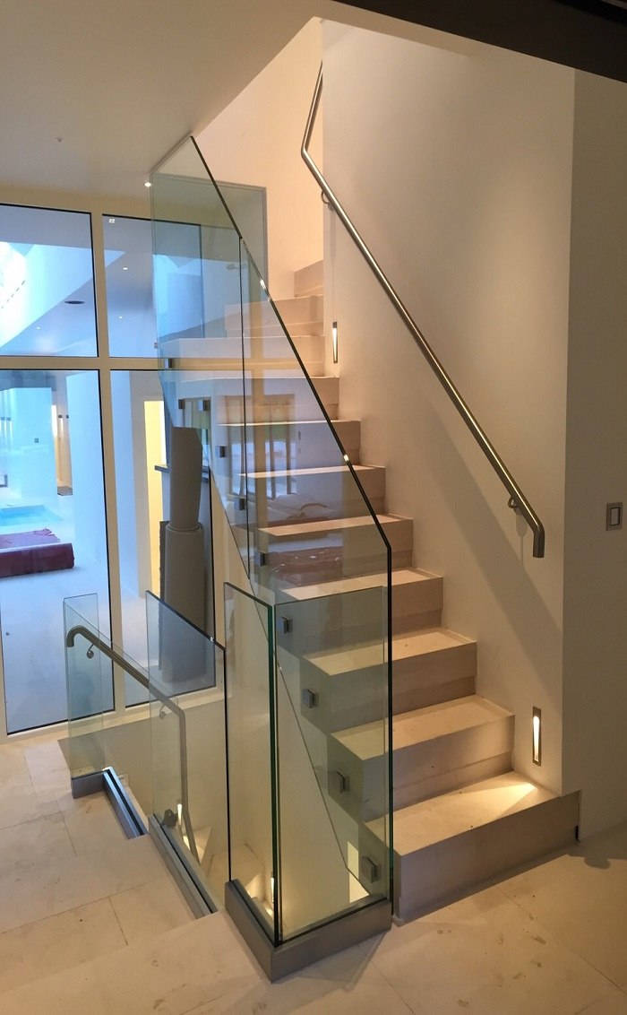 56. Steel Supported Moleanos Staircase – Surrey
