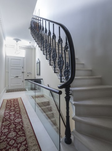 67. Portland Basebed Cantilever Staircase – London Townhouse