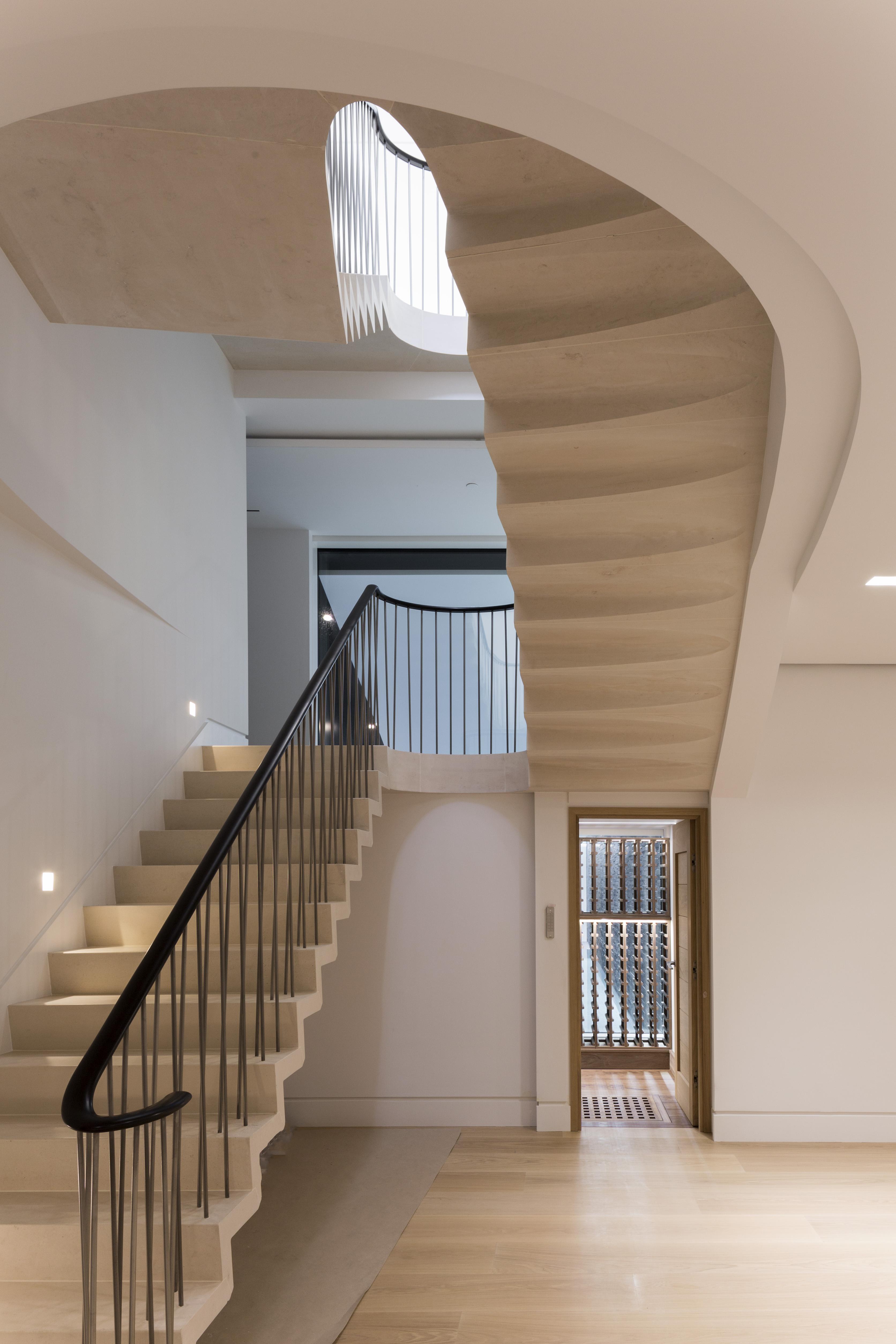 cantilever staircase in moleanos
